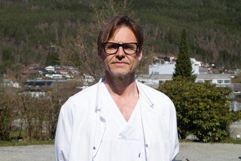 OVERLEGE: Torgeir Finnjord på medisinsk avdeling, der han jobbar som både overlege og rådgivar for avdelinga.