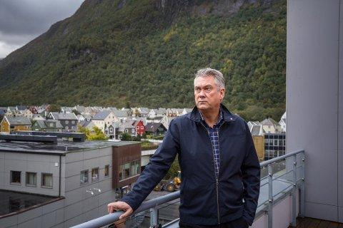 NYTT TILFELLE: Petter Sortland, ordførar i Høyanger kommune, seier at det nye smittetilfellet kan føre til eit større utbrot.
