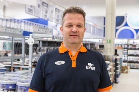 TRAVELT: – Den helga korona traff Norge var det heilt stille i butikken. Den kommande veka byrja kundane å dukke opp, og så kom det berre fleire og fleire, fortel butikksjef Rune Øksenberg.