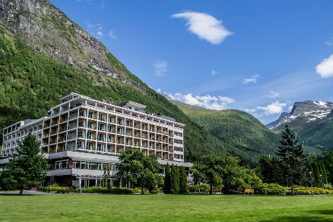 OPNAR ATT: Hotel Alexandra opnar 29.mai etter koronastenginga. Med det får ein del av dei 250 permitterte byrja å vende attende til jobbane sine.