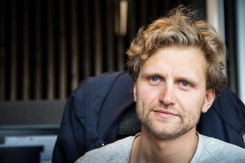 SKAL UTVIKLE PROGRAMVARE: Tord Joranger (30) er ein av dei to nytilsette ved Norse Feedback i Førde. Han skal bidra i utvikling av programvara den nye programvara deira.