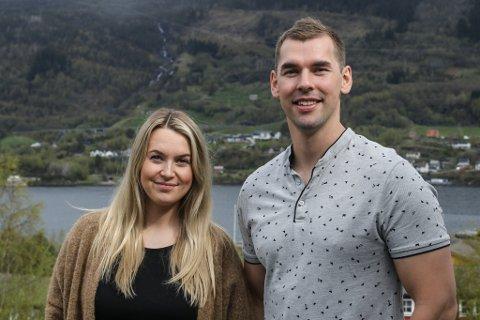 HER BLIR DEI BUANDE: For to år sidan flytta Trond Ove Hopen og Julie Øren tilbake til Eikefjord, der dei begge er vakse opp. No ønsker dei å hjelpe andre som ønsker å flytte til bygda, men som ikkje veit kor dei skal henvende seg.