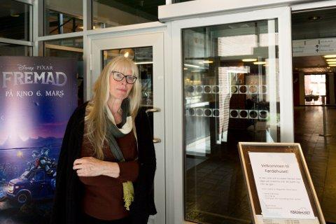 HAR TRUA: Kino Førde har opna både Lisjesalen og Storsalen, og kinokonsulent Torhild Vie trur publikum etter kvart vil finne tilbake til kinoseta.
