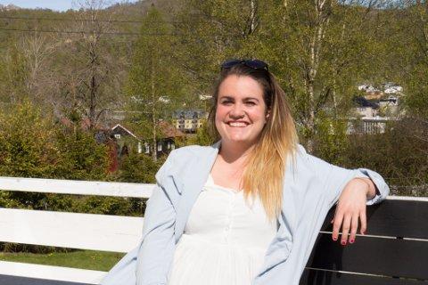 HEIME BRA, BORTE BETRE? Florence  May Hamper (26) har budd ganske så mange ulike plassar. Likevel vender ho alltid tilbake til Fjaler.