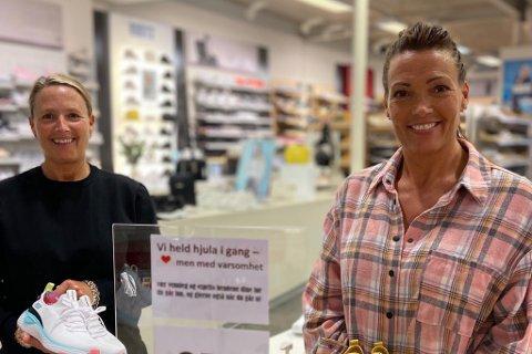 SEL FAMILIEVERKSEMDA: Ann Kristin Nigardsøy og Dagfrid Mari Nigardsøy Ljøsne sel skobutikkane sine på Alti.