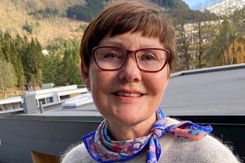 PRØVAR SEG MED BEDRIFT: Siri Brændmo (70) på Sande håpar å kunne halde fram med undervise etter ho går av med pensjon til hausten.