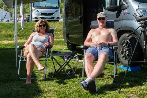 TOK TUREN FRÅ SUNNMØRE: Tone (52) og Trond Forbord (58) bestilte seg plass på campingplassen på Skei for første gong denne helga.