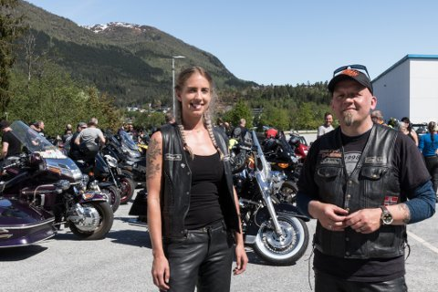 ENDELEG: Endeleg kunne motorsykkelfolket få køyre sykkel og samlast. F.v Linda Heggenes Bru (Hafslo) og leiar i Leikanger MC-klubb, Øystein Lien.