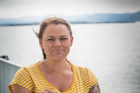 EIT ØYLIV: Førdinaren Kathrin Grepstad Kjæmpenes har landa på øya som besteforeldra hennar er frå. No fører ho slekta vidare i Bulandet.