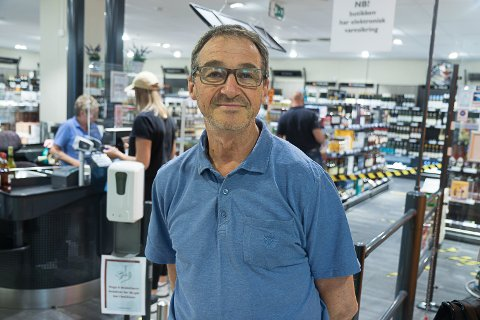 BUTIKKSJEF: Bjørn Kristian Sunde, butikksjef ved Vinmonopolet i Førde slår fast at 2020 var eit spesielt år.