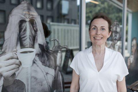SLUTTAR: Hanne Storm Oftedal tek sin hatt og går frå jobben som avdelingsdirektør i Musea i Sogn og Fjordane.