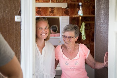 SAMBUARAR: 75 år gamle Inger Hovland (til høgre) får to nye sambuarar og eiga leilegheit i huset.