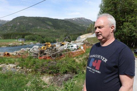OVERKØYRD: Ole Johan Aasen er grunneigar og føler seg overkøyrd av Jølstra kraftverk.- Eg opplever at Jølstra kraftverk tek seg til rette og ikkje bryr seg om grunneigane, seier han.