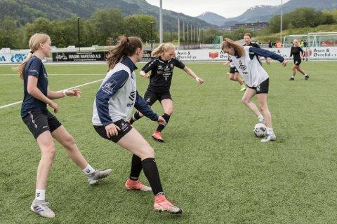 FØRDE DAMELAG: Førde er den einaste klubben i Sunnfjord som tilbyr kvinner å spele 11-ar fotball på seniornivå.
