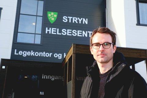 STRENGE TILTAK: Marius Solbakken, kommuneoverlege i Stryn, har det vanskeleg å forsvare nokre av dei strenge tiltaka ut i kommunen.