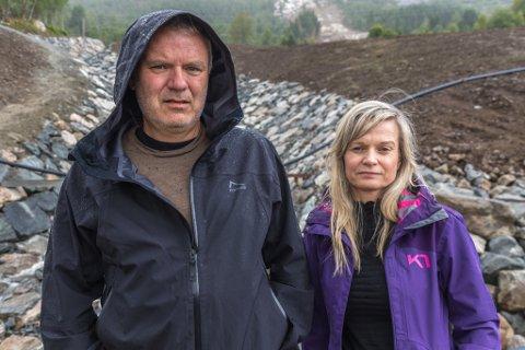 DRAMATISK: NRK-journalistane Linda Olin Reite og Bård Siem jobba under raset i fjor sommar. Dei bur begge på Vassenden og kom difor ekstra tett på raset.