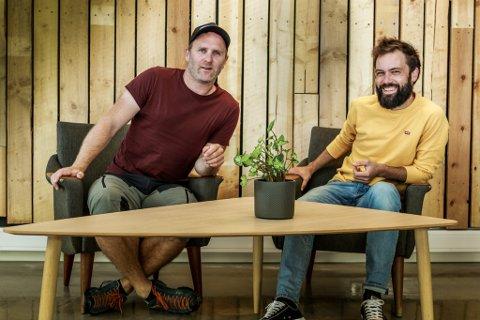 NYTT FELLESSKAP: Lars Jonas Pedersen (38) og Anders Gimmestad Gule (37) har starta selskapet Artsys, og med det opna kontorfellesskapet Spire på Sandane. I  botnen for alt dei driv med er at det skal vere kjekt. - Og så må vi tene pengar på det også, seier Pedersen.