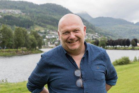 GLER SEG: Geir Bjarte Hjetland er super-klar for nye rundar med quiz på Peppes i Førde.