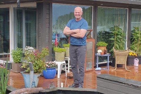 TOK FAGBREV: Johnny Nygård på Kyrkjebø i Høyanger kommune tok fagbrev som tømrar i fjor.