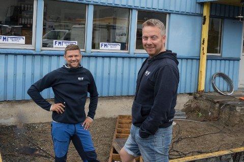 BYGG UT: HBV Betong skal utvide bygget sitt, og bygger ein heilt ny etasje. Til venstre står Egil Vallestad som er medeigar og jobbar i selskapet, og til høgre står Ingvar Bell som er dagleg leiar.