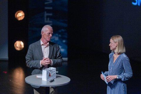 AVLYST I ÅR: Dette bildet av Robert Mood i samtale med konfransier Silje Guddal vart teke under fjorårets konferanse.