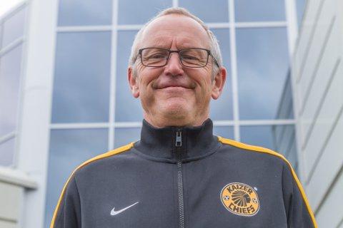 GIR SEG: Ivar Myklebust Longvastøl har vore journalist i 40 år og i Firda 23 av dei. No skal han undervise i staden.