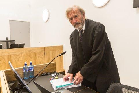 FORSVARER DRAPSTILTALTE: Frode Sulland på dag éin i rettsaka etter drapet i Florø i fjor.