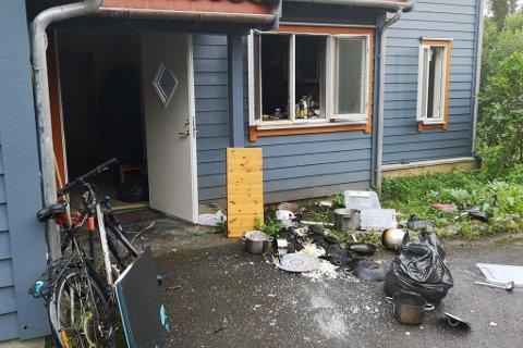 BRANN PÅ KJØKKEN: Det blei rapportert om tjukk, svart røyk frå kjøkkenet då det starta å brenne i ein bustad i Fjaler fredag morgon.