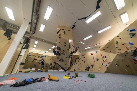 SLIK KAN DET BLI: Bergen Klatresenter opna i august i 2019. No vil same gjengen bygge opp eit klatresenter i Sunnfjordhallen på Vie i Førde.