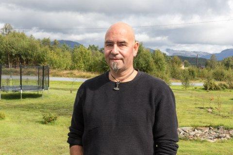 UTFORDRINGAR: Michael Milde var berre 37 år då han plutseleg opplevde å få hjerneslag og hjerteinfarkt. Det sette sitt preg på han og familien.