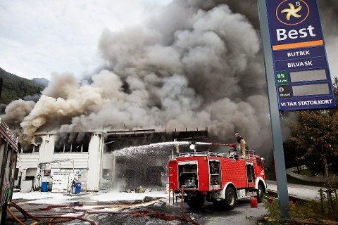 BRANNSKUM: Kva anna enn brannskummet som blei brukt for å sløkke brannen 5. september 2011 kan ha forårsaka så høg verdiar av fluorbindinga PFOS i grunnen?