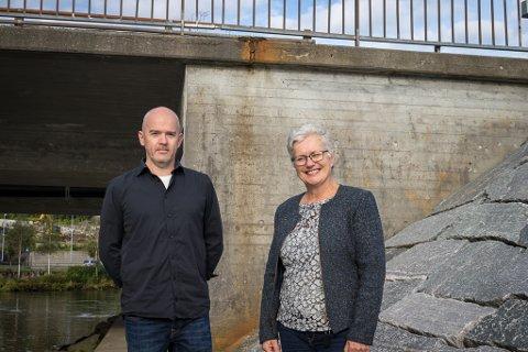 GRÅ VEGG: Rune Hegrenes (Sp) og Hilde Bjørkum ser føre seg at slike veggar kan gje ei anna oppleving i framtida.