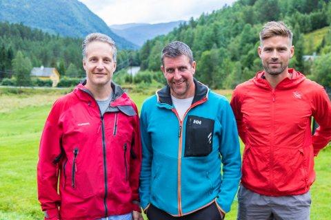 HEKTA: Karsten Karlsen Sunde (frå venstre), Inge Larsen og Kim Tangedal er hekta på trening. No har dei også lokka med seg mange andre i nærområdet.
