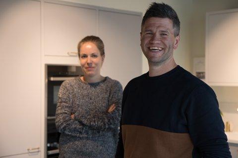 KLARE TIL INNSATS: Tor-Inge Lekva går frå data til kjøkken. Benedicte Haave vert med vidare i det nye selskapet. Det gjer også Helene Vatnøy Fedøy som hadde ferie då Firda besøkte butikken.