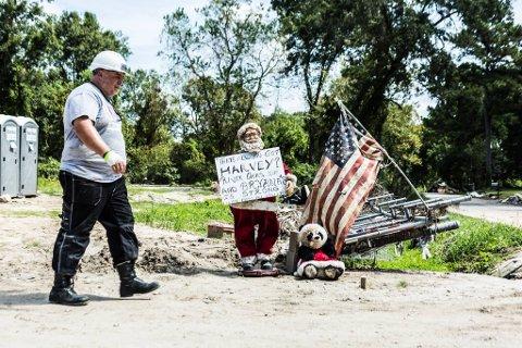 VETERANHJELP: Artikkelforfattar Magnar Skorven avbilda i Huston Texas i 2017 under opprydding etter flaumen som var der.