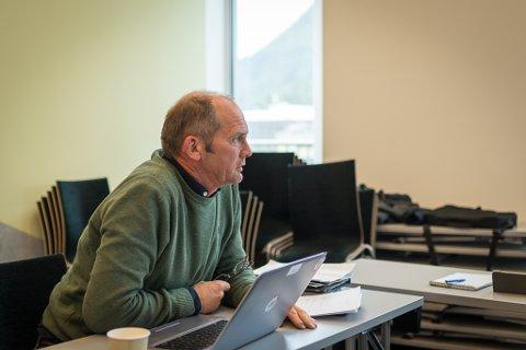 PLAN: Oddmund Klakegg (Sp), her i eit tidlegare formannskap, bad om at Sunnfjord kommune tar stilling til spørsmålet om parkeringsavgift og legg ein plan for å få til det eine eller det andre.