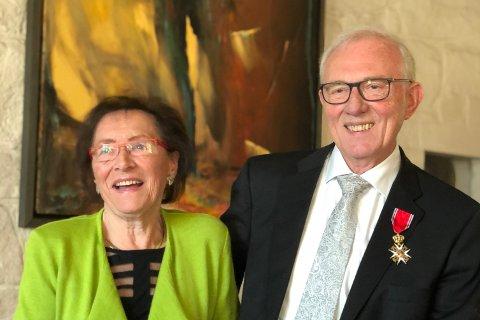 ETTER UTDELINGA: Kristian Johan Fossheim og kona Elsa Fossheim etter at Fossheim hadde blitt utnemnd til riddar.