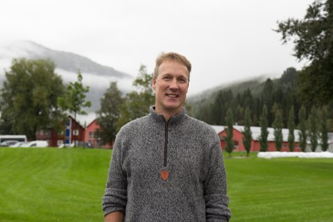 HØGARE KRAV: Rolf Atle Haukeland trur det vil bli stilt høgare krav til utdanning for bønder framover. Dette fordi produksjonen blir meir teknisk og bøndene treng rett kompetanse.