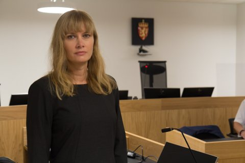 – SNAKK SAMAN: Lisa Refsnes ved påtaleseksjonen ved politiet i Sogn og Fjordane, oppmodar foreldre om å snakke med barna sine om kva dei gjer på internett.