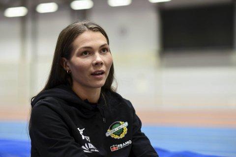 MEDALJEKANDIDAT: Malin Støyva gav seg med friidrett som 16-åring. Ti år seinare kan læraren ta NM-medalje i Bergen.