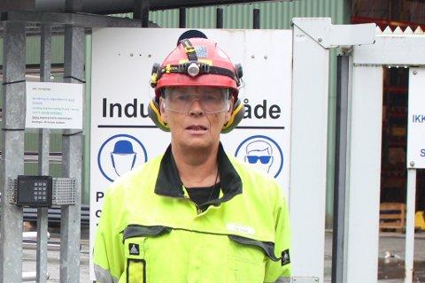 FERDIG: – Eg er ikkje så sur som eg ser ut på dette bildet, seier Jan Henry Løland. No har han pensjonert seg, etter eit langt liv som verftsarbeidar.
