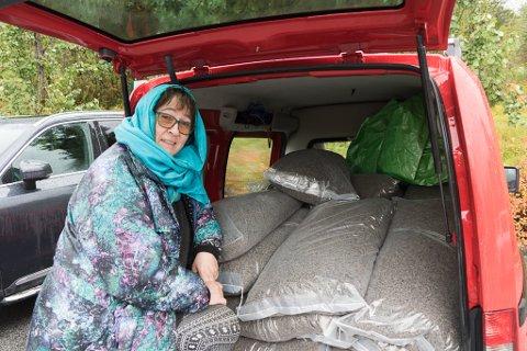 FØRST I NOREG: Karin Flatøy Svarstad er den første i Noreg vil bruke pellets av skrapull til gjødsling i landbruket.