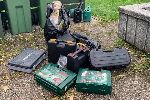 VERKTØY: Kyrkjeverje Erling Bakke Nydal vil ikkje spekulere i kven som kan ha slengt dei tomme verktøykoffertane i bossdunken på gravplassen.