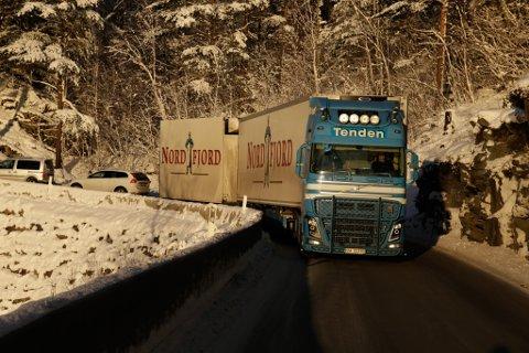FLASKEHALS: Oddvar Nyland kjøyrde fredag gjennom flaskehalsen Gullkista mellom Reed og Sandane. – Ikkje noko problem, seier han.