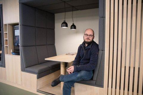 SPLITTER NYTT: Her ser vi Brendsdal i eit av firmaets møterom rett ved inngangen til hovudkontoret.