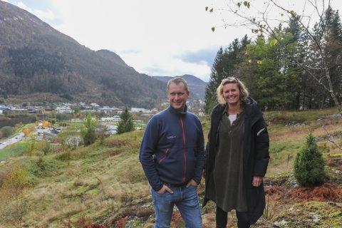 LANG TID: Dagleg leiar Jørgen Drage i O. Drage og sivilarkitekt Christina Kvamme i Xform har jobba med bustadfeltet «Pynten» i over tre år. No nærmar dei seg klare til å setje i gang med eit nytt bustadområde med ambisjonar om moderne og spennande arkitektur.