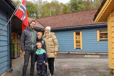 BARNEHAGEN HAR BETYDD MYKJE: Kjetil Hatteland, Kristin Syltesæther og ungane Aksel (5) og Ulrik (10).