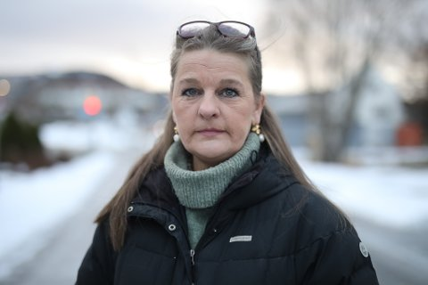 PROVOSERT: Huseigar Hanne Lid i Eikefjord lurar på korleis Kinn kommune kan ta over 4000 kroner for å printe ut ei bekrefting på at pipa hennar er renovert. Men slik er det, bekreftar Ragnhild Skår ved byggesaksavdelinga.