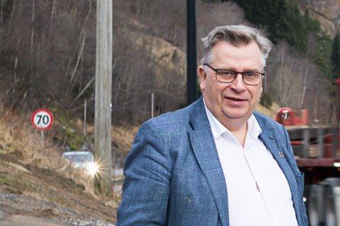 BYGG VEG FØR FJORDKRYSSING:  Det meiner mellom andre Venstre-politikar Atle Hamar.