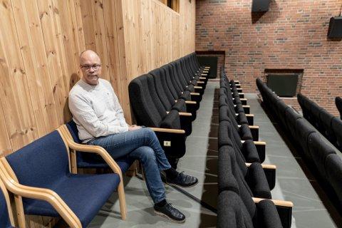 TOMME STOLAR: Det ville blitt mange tomme stolar om ein hadde gjennomført Sunnfjordslepp, så få billettar som er selde, konstaterer Johan Bengtsson.